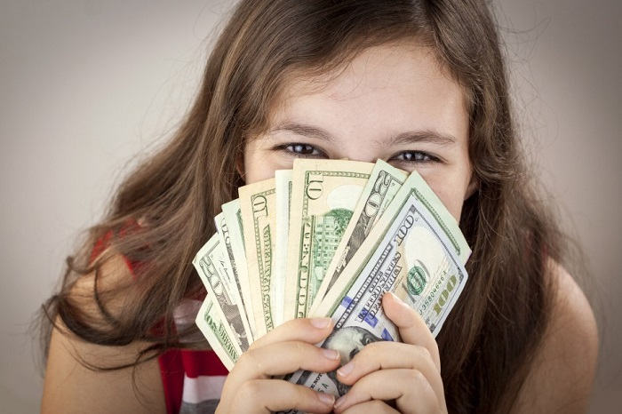 Simple Tricks Experts Use to Teach Kids to be Money Savvy